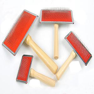 lược chải lông bồ cào cán gỗ